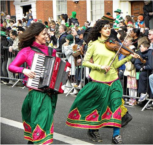508px-Happy_Saint_Patrick's_Day_2010,_Dublin,_Ireland,_Accordion_Violin
