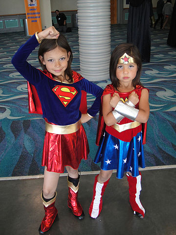 Long_Beach_Comic_Expo_2011_-_Little_Supergirl_and_Wonder_Woman_(5648076391)